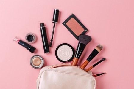 5 Make-Up Hacks For Flawless Skin