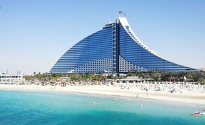 Jumeirah Beach Hotel Suspends Stays Until 2021