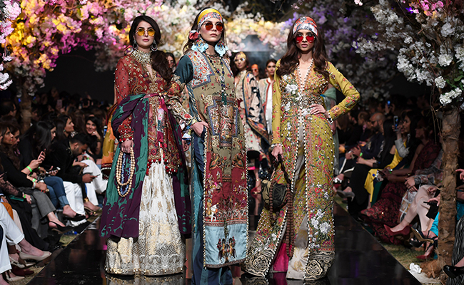 Sana Safinaz bring a 'Message from the East' for FPW SS'19