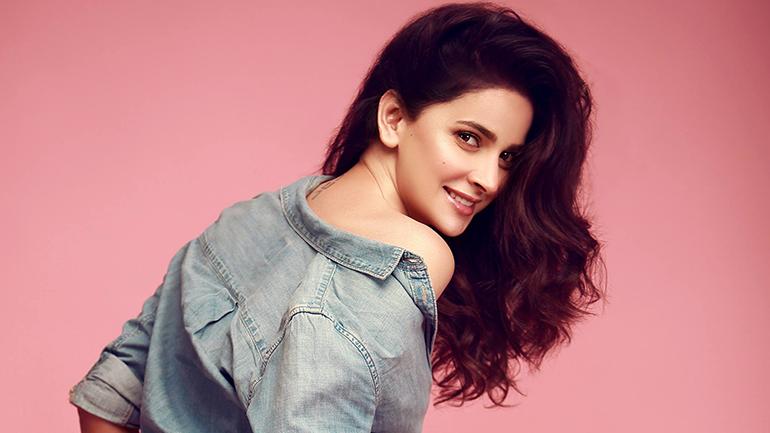 Saba Qamar Set To Star in Sarmad Khoosat's 'Kamli' In 2020!